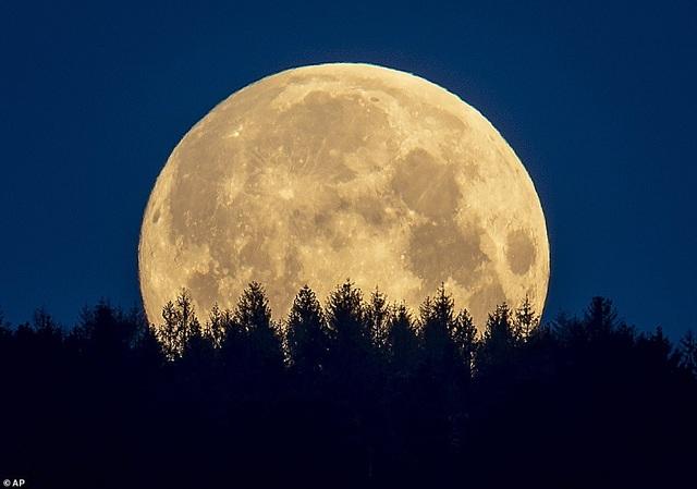 Ngất ngây trước vẻ đẹp của siêu trăng trên khắp thế giới - 5