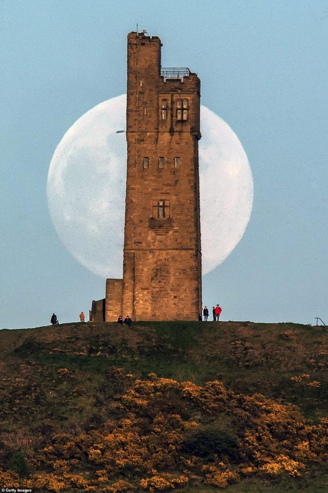 Ngất ngây trước vẻ đẹp của siêu trăng trên khắp thế giới - 7