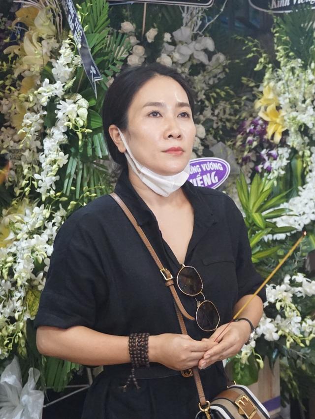 Nghệ sĩ Thanh Ngân, Vân Khánh... bật khóc khi đến viếng Vũ Đức Sao Biển - 10