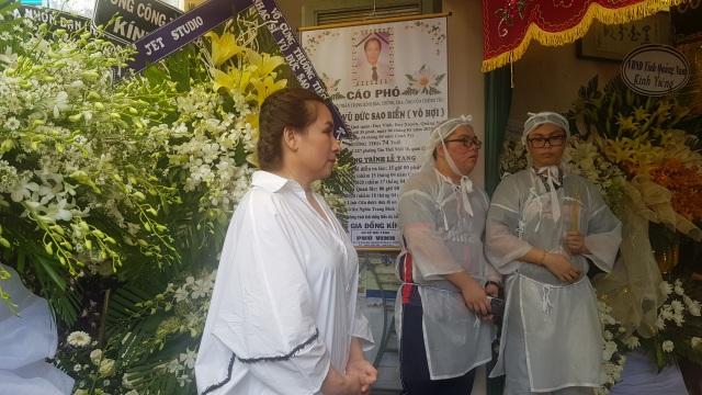 Nghệ sĩ Thanh Ngân, Vân Khánh... bật khóc khi đến viếng Vũ Đức Sao Biển - 5