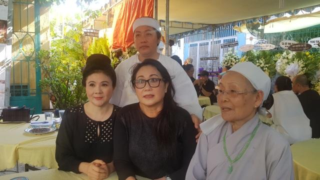 Nghệ sĩ Thanh Ngân, Vân Khánh... bật khóc khi đến viếng Vũ Đức Sao Biển - 4
