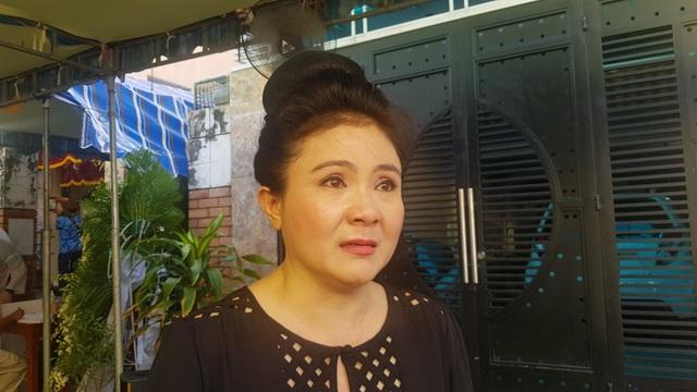 Nghệ sĩ Thanh Ngân, Vân Khánh... bật khóc khi đến viếng Vũ Đức Sao Biển - 3