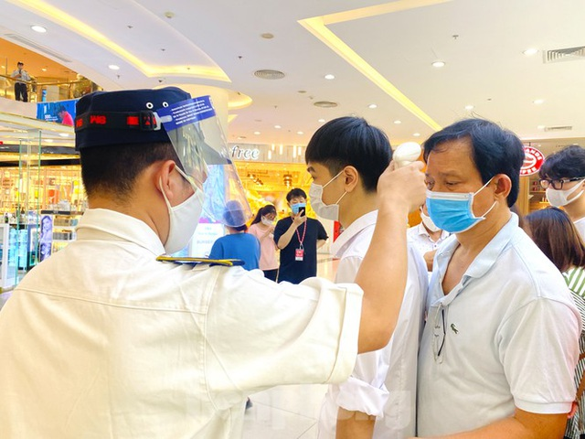 Trung tâm thương mại ở Hà Nội vẫn đìu hiu sau giãn cách xã hội - 2