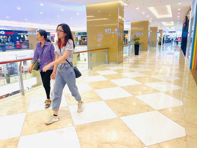 Trung tâm thương mại ở Hà Nội vẫn đìu hiu sau giãn cách xã hội - 3