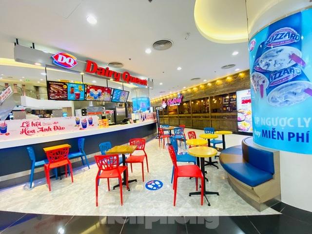 Trung tâm thương mại ở Hà Nội vẫn đìu hiu sau giãn cách xã hội - 5