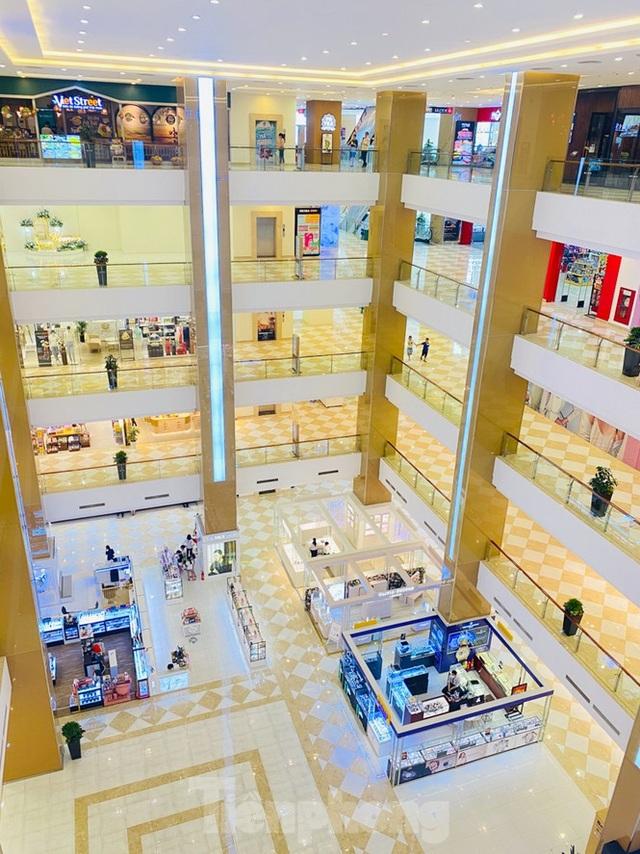 Trung tâm thương mại ở Hà Nội vẫn đìu hiu sau giãn cách xã hội - 6