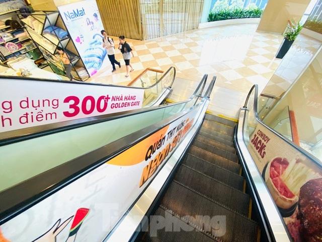 Trung tâm thương mại ở Hà Nội vẫn đìu hiu sau giãn cách xã hội - 7