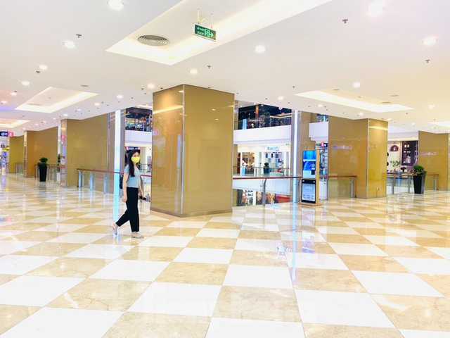 Trung tâm thương mại ở Hà Nội vẫn đìu hiu sau giãn cách xã hội - 8