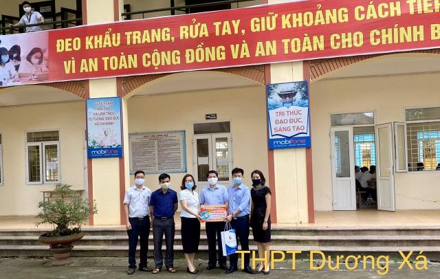 Trường ĐH Thủy lợi tặng nước rửa tay sát khuẩn cho 150 trường học - 1