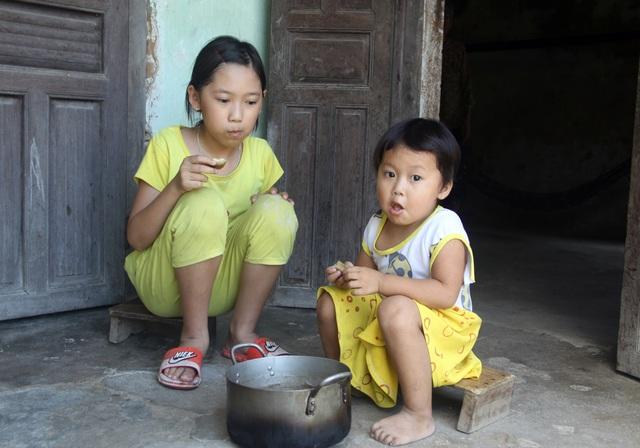 Thương 2 đứa trẻ không cha ăn sắn thay cơm - 3
