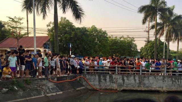 Hà Nội: Bị dòng nước cuốn vào gầm cầu, 2 bác cháu đuối nước thương tâm - 1
