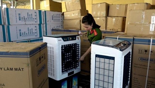 Bắt giữ lô hàng điện lạnh trị giá 300 triệu đồng không rõ nguồn gốc - 1