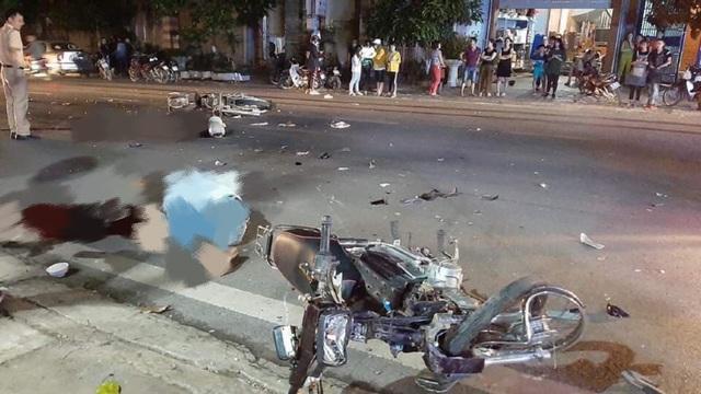Hai xe máy đối đầu trong đêm, 3 người thương vong - 2