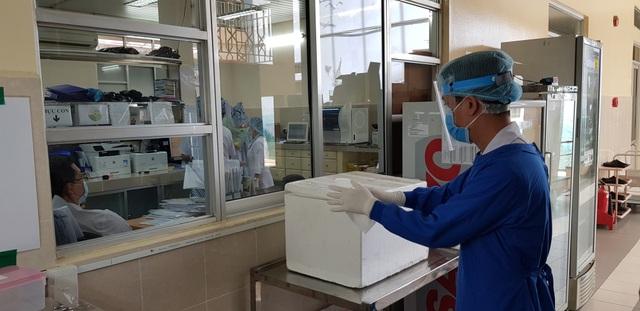 Nữ bệnh nhân mắc Covid-19 từ Dubai về nước sốt cao, viêm phổi - 2