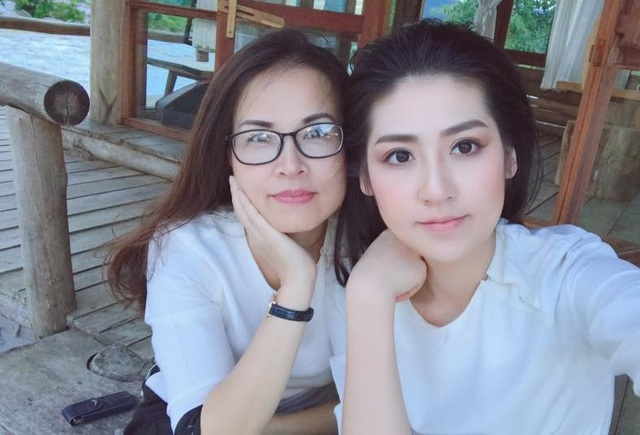 """3 người đẹp Việt có mẹ thuộc hàng """"mỹ nhân"""" - 4"""