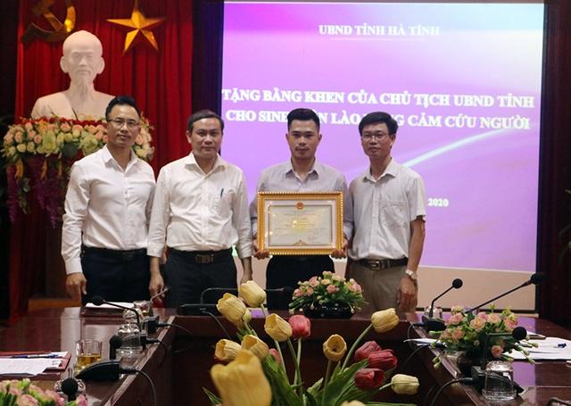 Nhảy xuống sông cứu người, nam sinh Lào nhận bằng khen của Chủ tịch tỉnh - 1