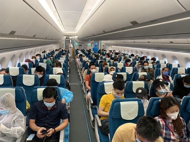 """Hơn 270 người Việt """"mắc kẹt"""" ở Malaysia được đưa về nước - 2"""