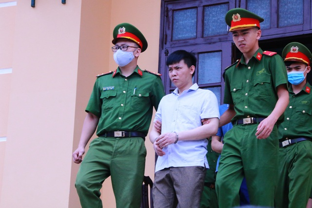 Cựu Thượng tá Công an Hòa Bình đưa 500 triệu đồng nhờ nâng điểm thi? - 1