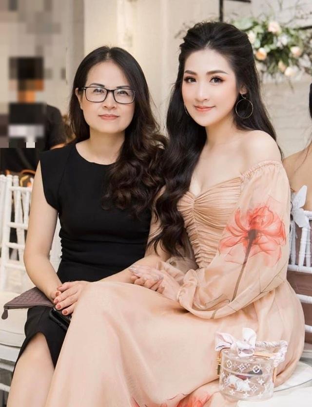 """3 người đẹp Việt có mẹ thuộc hàng """"mỹ nhân"""" - 11"""