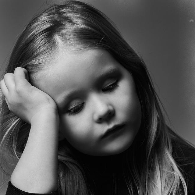 Đáng yêu bé 5 tuổi hóa thân thành các ngôi sao nổi tiếng - 2