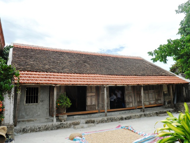 Ngôi nhà cổ 200 tuổi tại Quảng Bình được làm theo lối nhà cổ truyền thống của người Việt xưa. Ảnh: NVCC