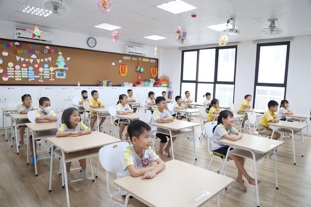 Ngày đầu đi học trở lại: Phụ huynh vui mừng, trẻ phấn khởi - 12