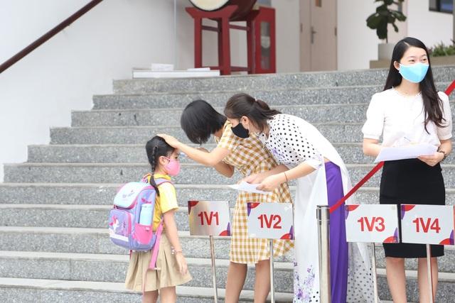 Ngày đầu đi học trở lại: Phụ huynh vui mừng, trẻ phấn khởi - 11