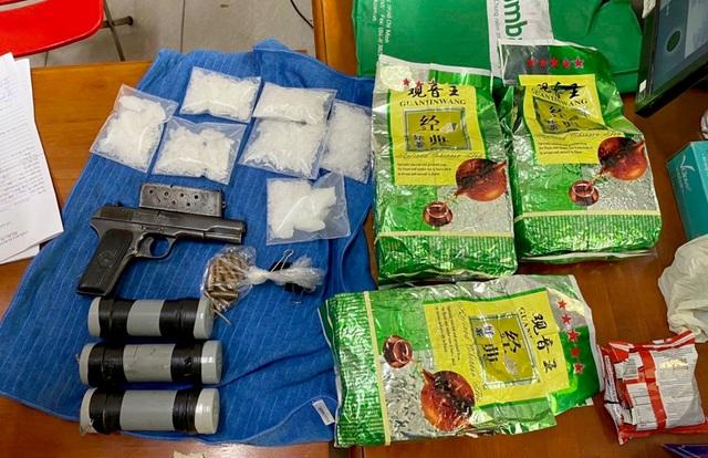 Vụ nổ căn hộ chung cư tại TPHCM:  Khám phá ổ ma túy trữ mìn, súng - 2