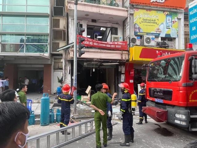 Hà Nội: Sức ép từ vụ nổ bình gas hàng gà rán làm 7 nhà nứt tường, vỡ cửa - 1