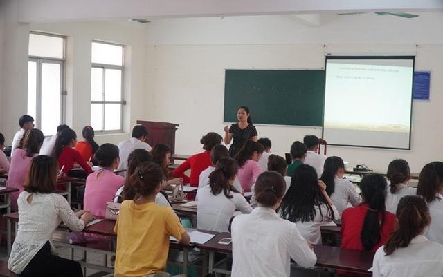 Gần 2.000 sinh viên trường ĐH Quảng Bình trở lại giảng đường học tập - 1