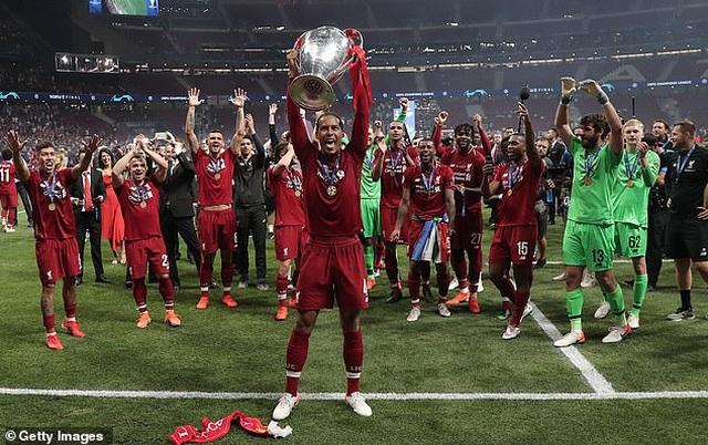 Trung vệ Van Dijk tiết lộ suýt bỏ bóng đá vì bị chê dở - 3