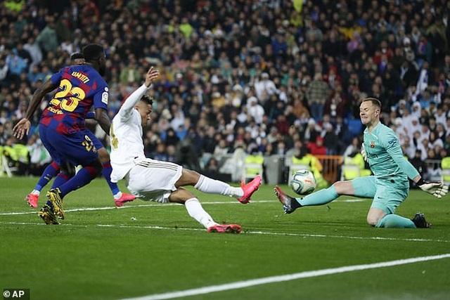"""Bắt chước C.Ronaldo, """"sao trẻ"""" của Real Madrid vạm vỡ trông thấy - 3"""