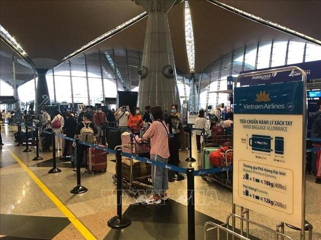 Đưa 270 công dân Việt Nam từ Malaysia về nước an toàn - 2
