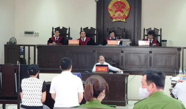 """""""Đường Nhuệ"""" ngồi phòng riêng dự phiên xét xử vợ chồng GĐ Công ty Lâm Quyết - 1"""