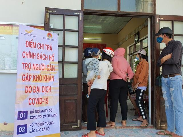 Tiền hỗ trợ của Chính phủ đã tới người dân gặp khó vì Covid-19 ở Quảng Nam - 1