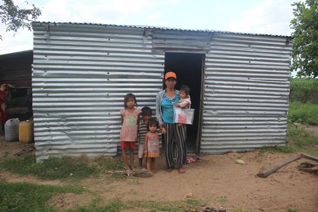 Thương những đứa trẻ vô tội đói nheo nhóc sống chui trong lều tạm - 3