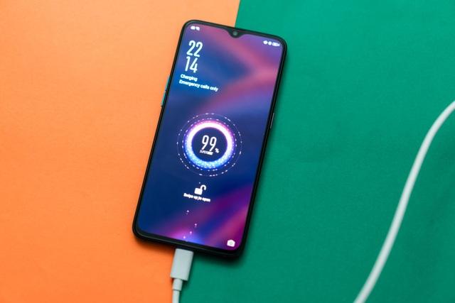 Nhà sản xuất smartphone thừa nhận công nghệ sạc nhanh làm giảm tuổi thọ pin - 2