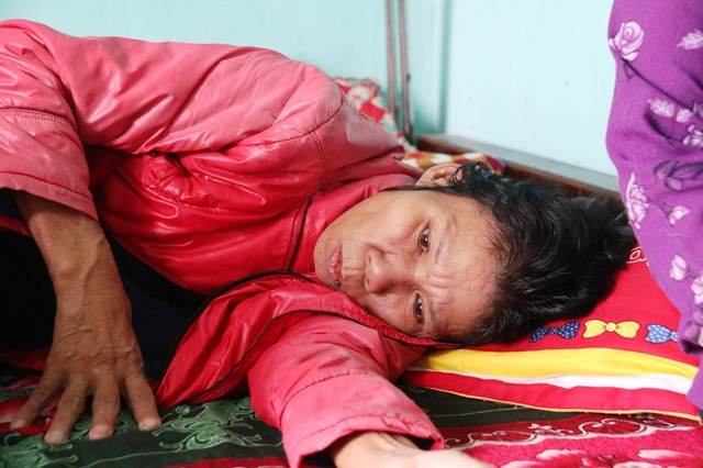 Dòng nước mắt cầu cứu của 2 chị em mồ côi bố nhìn mẹ bạo bệnh - 3