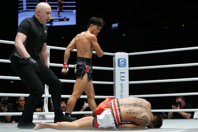Ra đòn như vũ bão, Nguyễn Trần Duy Nhất hạ đo ván võ sĩ Nhật Bản - 1
