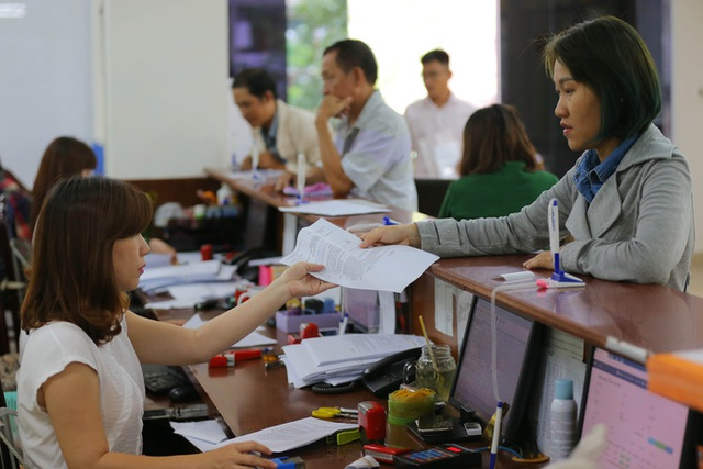 Công chức bị hạ bậc lương, không được bổ nhiệm vào chức vụ cao hơn - 1