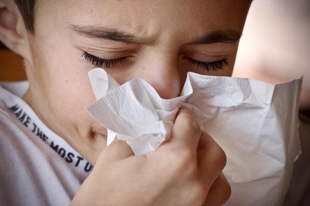 Trẻ em mắc Covid-19 có thể không chỉ bắt đầu bằng triệu chứng ho - 1