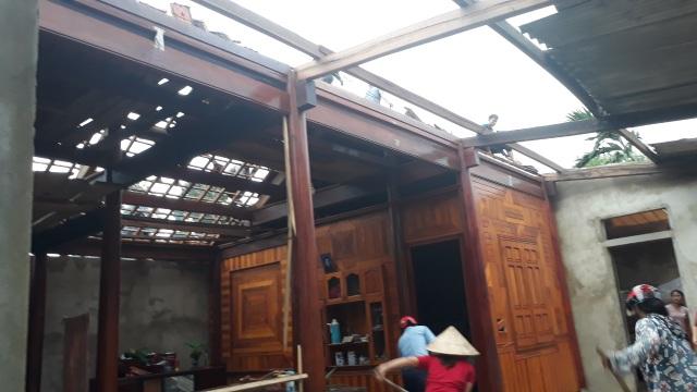 Cận cảnh cả trăm ngôi nhà tan hoang sau trận lốc xoáy - 9