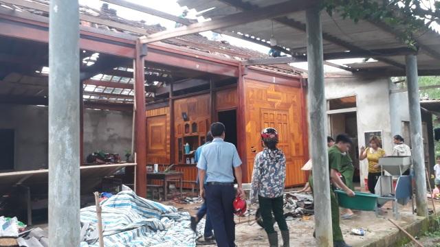 Cận cảnh cả trăm ngôi nhà tan hoang sau trận lốc xoáy - 3