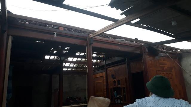 Cận cảnh cả trăm ngôi nhà tan hoang sau trận lốc xoáy - 10