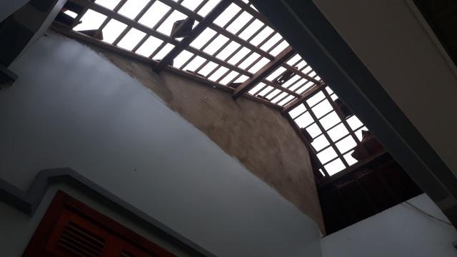 Cận cảnh cả trăm ngôi nhà tan hoang sau trận lốc xoáy - 8