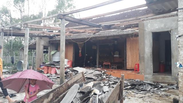 Cận cảnh cả trăm ngôi nhà tan hoang sau trận lốc xoáy - 5