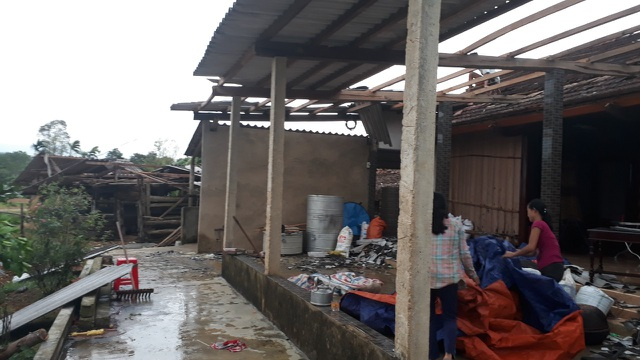 Cận cảnh cả trăm ngôi nhà tan hoang sau trận lốc xoáy - 7