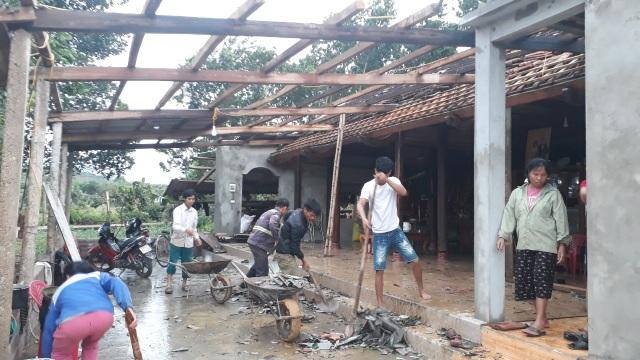 Cận cảnh cả trăm ngôi nhà tan hoang sau trận lốc xoáy - 4