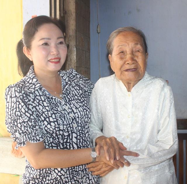 Trao bằng khen cụ bà 93 tuổi ủng hộ tiền chống dịch Covid-19 - 2