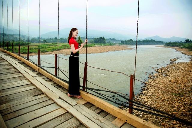 Hoa hậu Khánh Ngân đẹp cuốn hút trong bộ ảnh quảng bá du lịch Việt Nam - 5